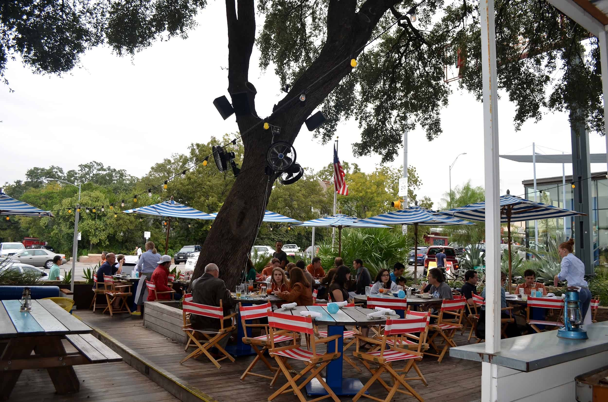 9 Best Texas Restaurants with Amazing Outdoor Patios